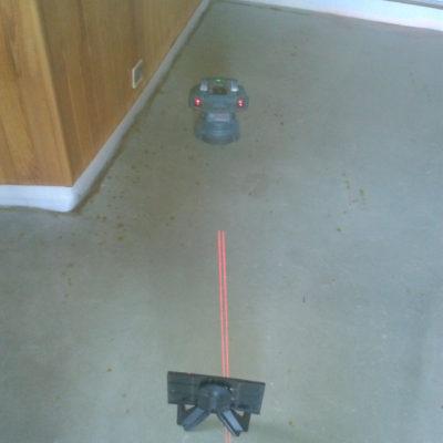 Laser de sol pour vérifier la planimétrie.