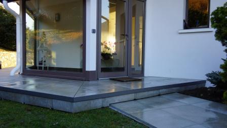 Terrasse en 60*60, carreaux de 2cm posés sur plots.