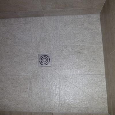 Douche à l'italienne avec carrelage 30x60